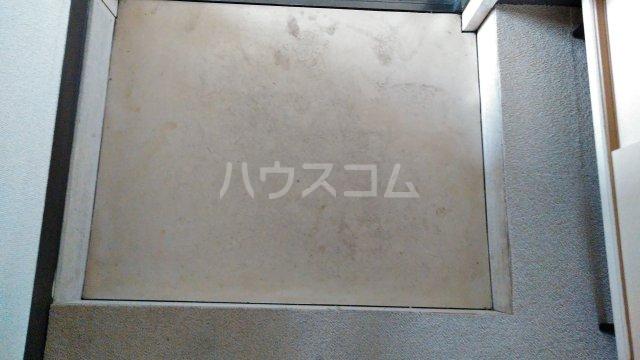 ジュネス田口 402号室の玄関