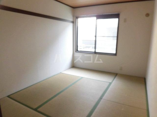 ベルゾーネ調布 101号室の居室