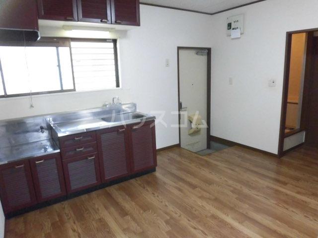 ベルゾーネ調布 101号室のキッチン