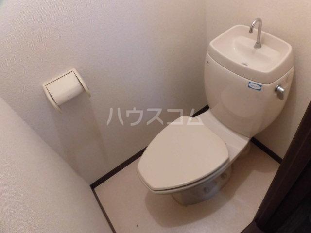 ベルゾーネ調布 101号室のトイレ