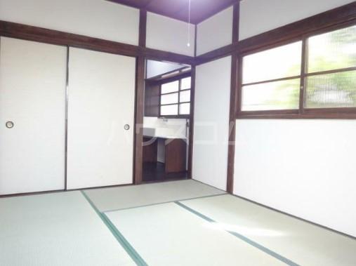 若葉荘 105号室の居室