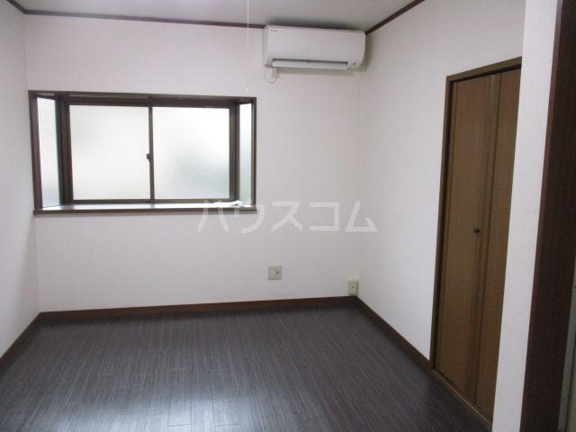 成城Ⅱ番館 201号室のリビング
