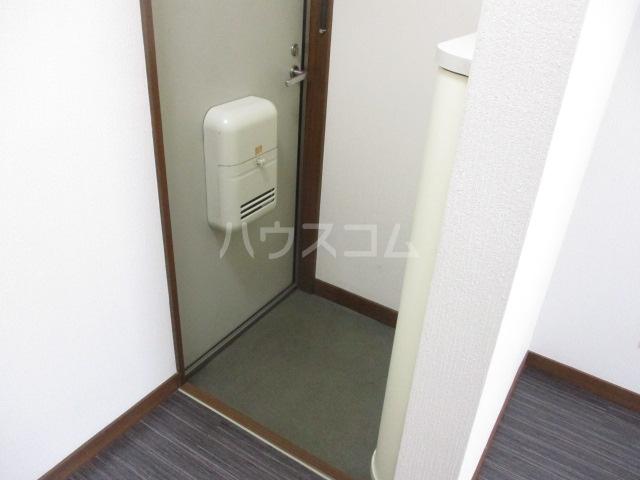 成城Ⅱ番館 201号室の玄関