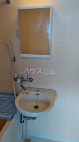 アシカワコーポB号棟 201号室の洗面所