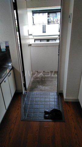 アシカワコーポB号棟 201号室の玄関