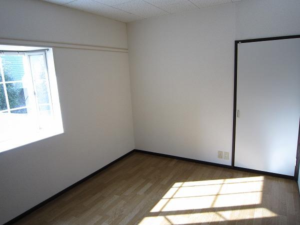 パークサイドコート 201号室の居室