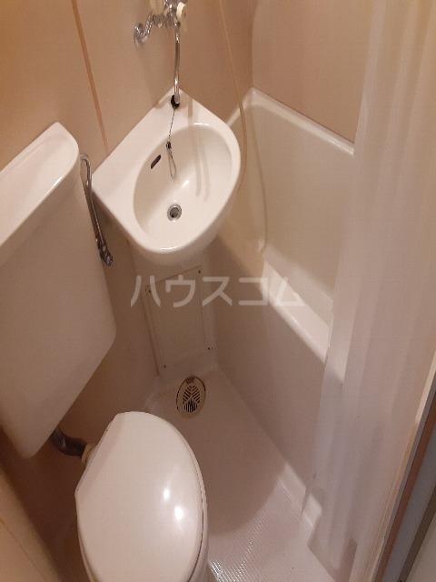 ウエストハイム国領 0102号室のトイレ
