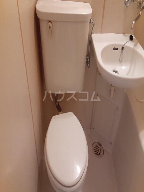 ウエストハイム国領 0102号室の洗面所