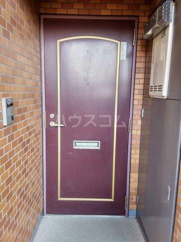 リブレ琥珀館 102号室の玄関