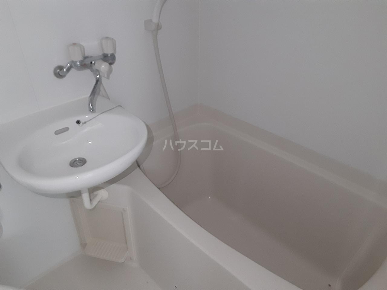 レジデンスカープ新小岩 106号室のキッチン