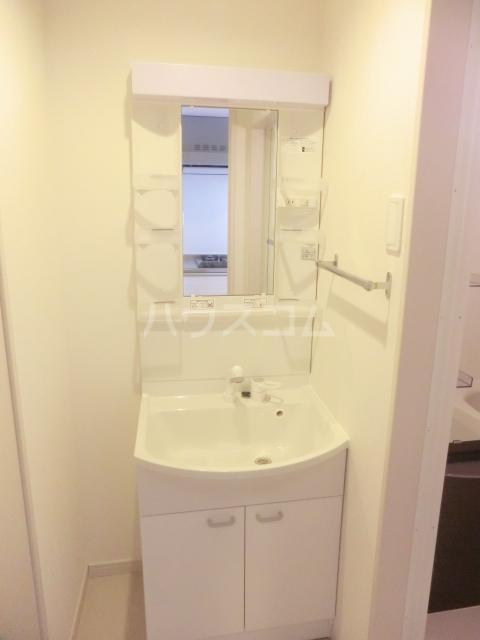リブリ・プランドール NARITA 106号室の洗面所