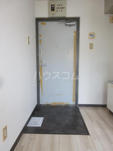 アーバンポイント千種 2E号室の玄関