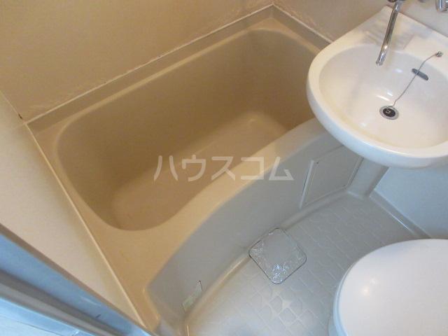 アーバンポイント千種 2F号室の風呂