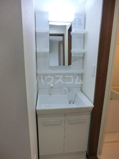 LA LUCE 105号室の洗面所