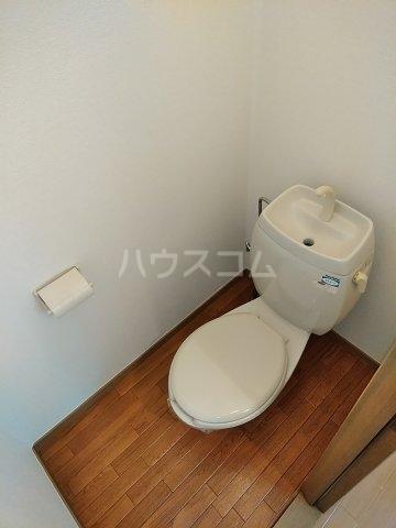 ビーライン差間B号棟 202号室のトイレ