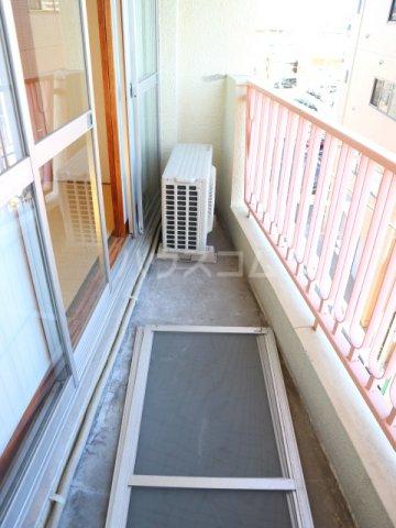 松川マンション 401号室のバルコニー