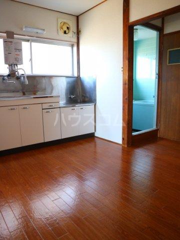 松川マンション 401号室のリビング