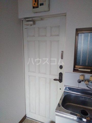 ベルシャトウ西堀Ⅱ 203号室の玄関