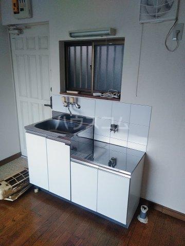 ベルシャトウ西堀Ⅱ 203号室のキッチン