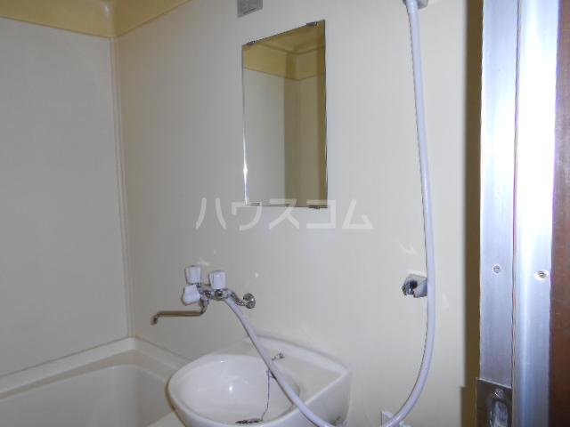 グランデージ北山 101号室の洗面所