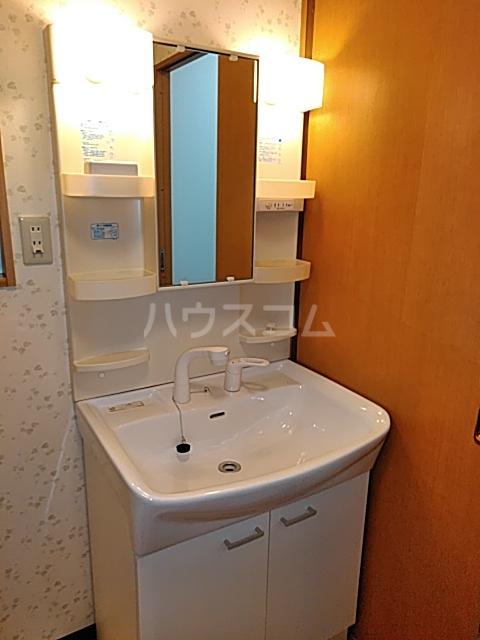 ツインクルコート桂EAST 203号室の玄関