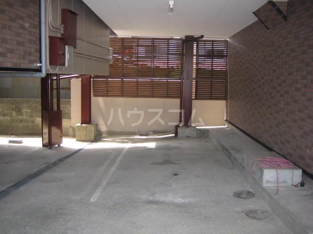 レジデンス桂離宮の駐車場