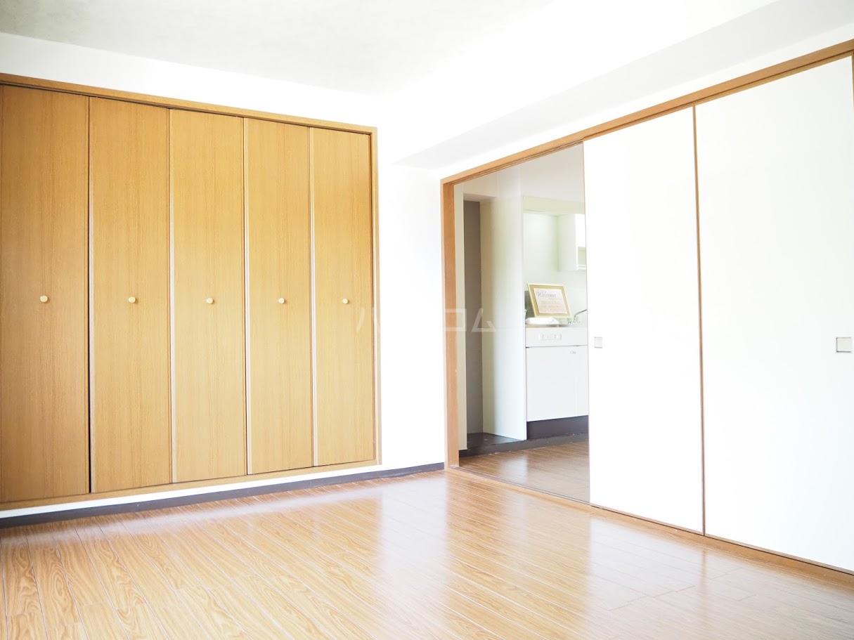 メゾンTMI 201号室のベッドルーム