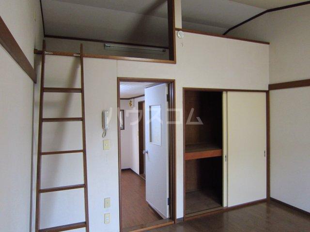 カサフローラ津田沼 206号室のリビング