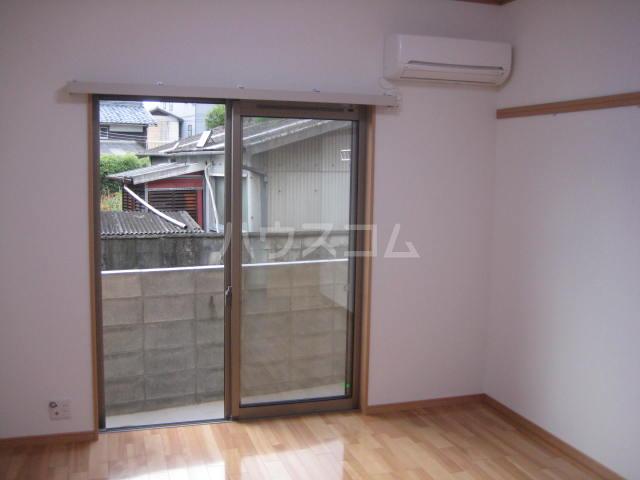 mity JR桂川 103号室のリビング