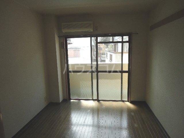 グッピーハイツ 303号室のリビング