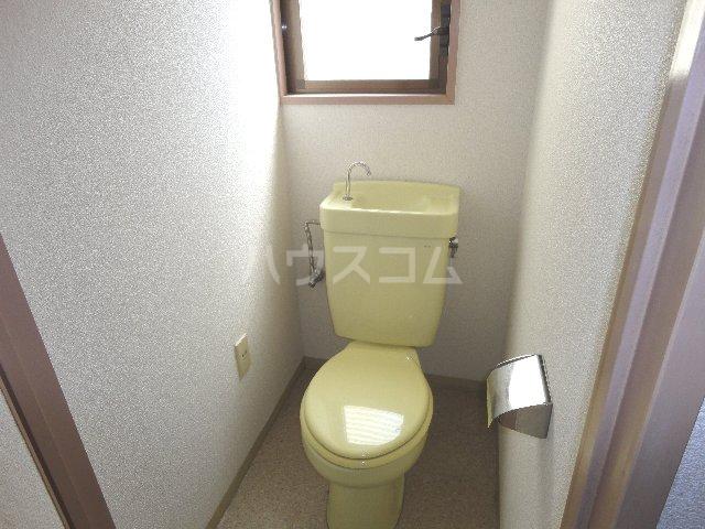 グッピーハイツ 303号室のトイレ