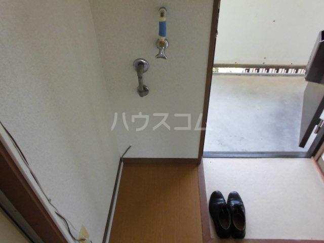 ハイツ山吹 207号室の玄関