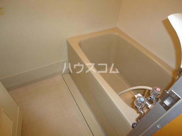 シャルレ8番館 201号室の風呂