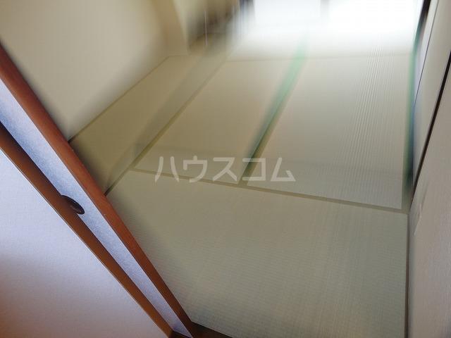 シャルレ8番館 201号室の居室