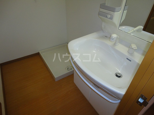 シャルレ8番館 201号室の洗面所
