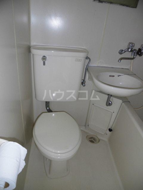 ラクレール八王子 301号室のトイレ