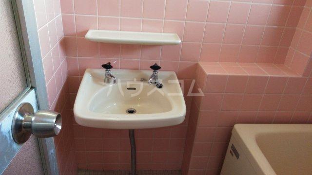 南桂雲荘 33号室の洗面所