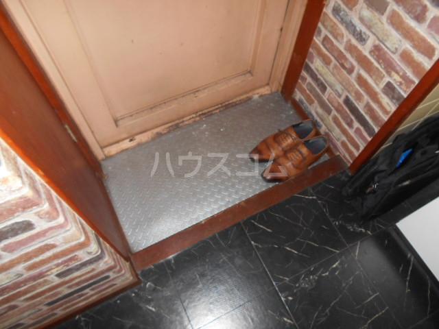 コーポマツモト 301号室の玄関