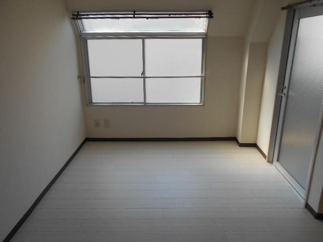 サバス太秦 303号室のリビング