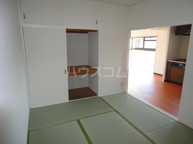 カレント桂 202号室のベッドルーム