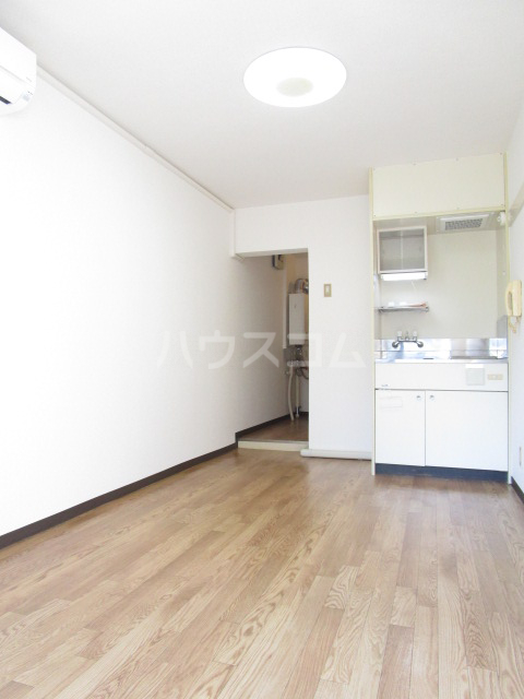 シャローム国分寺 303号室のリビング