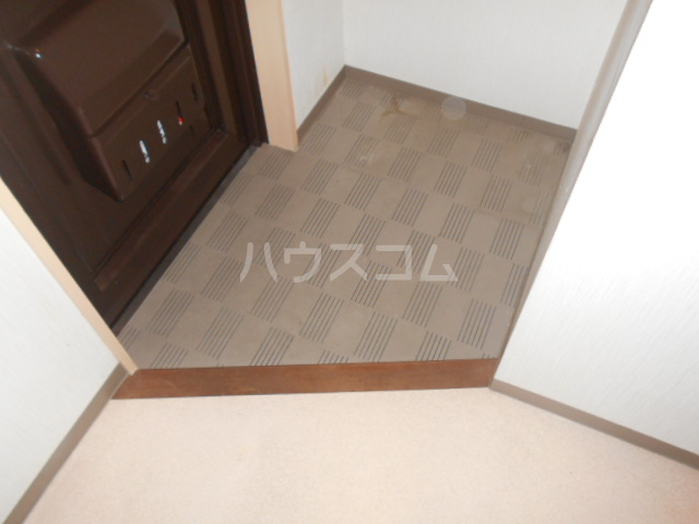 らんざんSPOT B棟 102号室の玄関