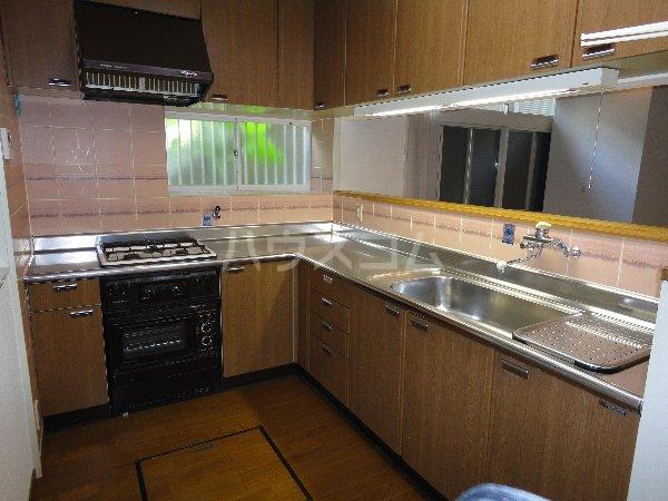 御陵北山町貸家のキッチン