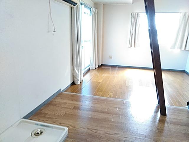 ハイムマエダ 305号室のリビング
