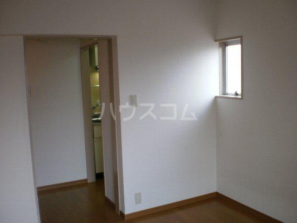 マルカクカウンタックハイツ 204号室の居室