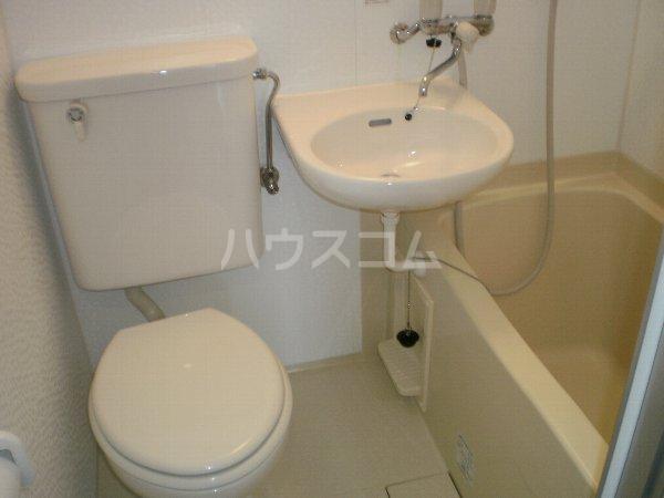 マルカクカウンタックハイツ 204号室のトイレ