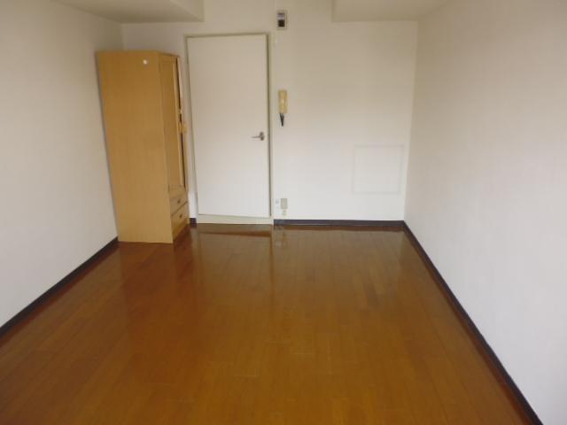 グリーンヒル山田 205号室のリビング