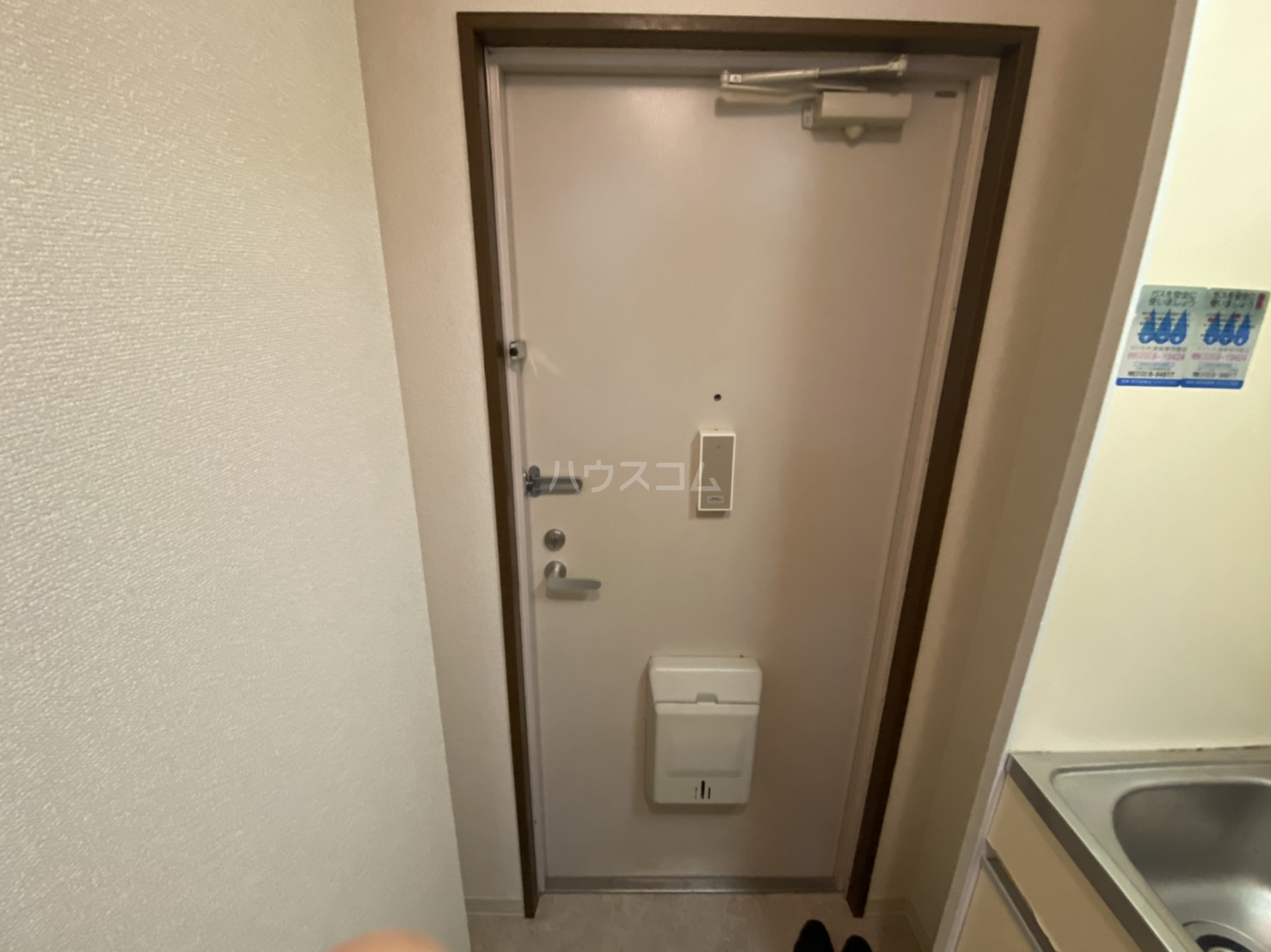 フリーピア鳴滝2 207号室の玄関