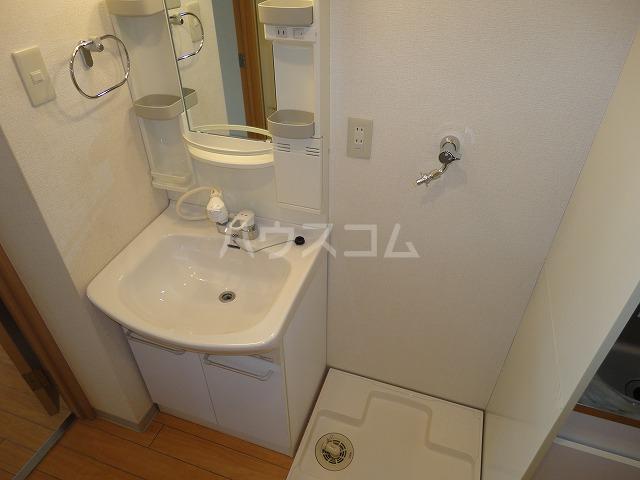 ソーシア桂 105号室の洗面所