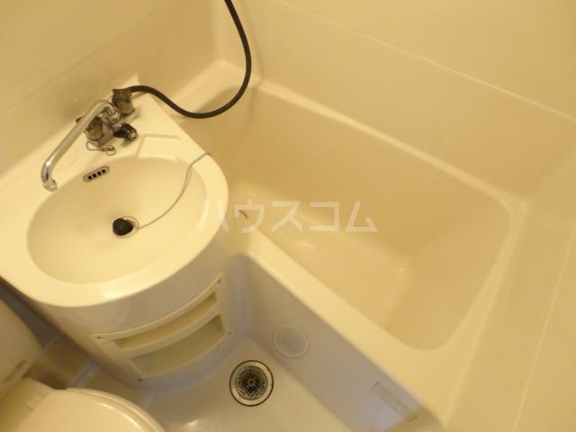 カツラフラット 102号室のトイレ
